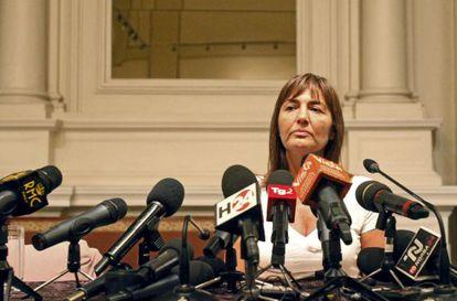 La gobernadora de la región italiana de Lacio, Renata Polverini, anuncia su dmisión.