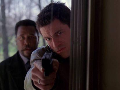 Bunk (Wendell Pierce) y McNulty (Dominic West) en la secuencia de los 'fuck' de 'The Wire'.