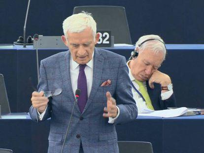 El eurodiputado del PP, durante la sesión en que se durmió.