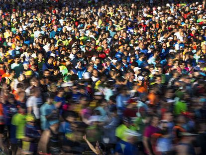 Casi 16.000 corredores participan en la carrera.