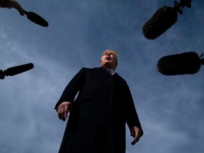 Donald Trump antes de subir al Air Force One.