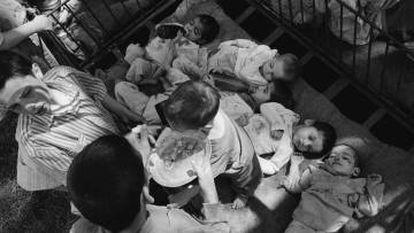 Los imágenes de los huérfanos en la Rumanía de Ceaucescu dieron la vuelta al mundo.