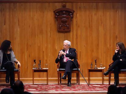 Leila Guerriero, Mario Vargas Llosa y Rosa Beltrán participan en la IV Bienal de Novela en el Conjunto Santander de Artes Escénicas, el pasado 27 de septiembre en Zapopan, Estado de Jalisco (México).