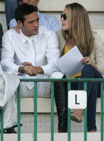 Marta con su novio, Gonzalo Testa, el pasado jueves en el Club de Campo durante el Concurso Internacional de Saltos.