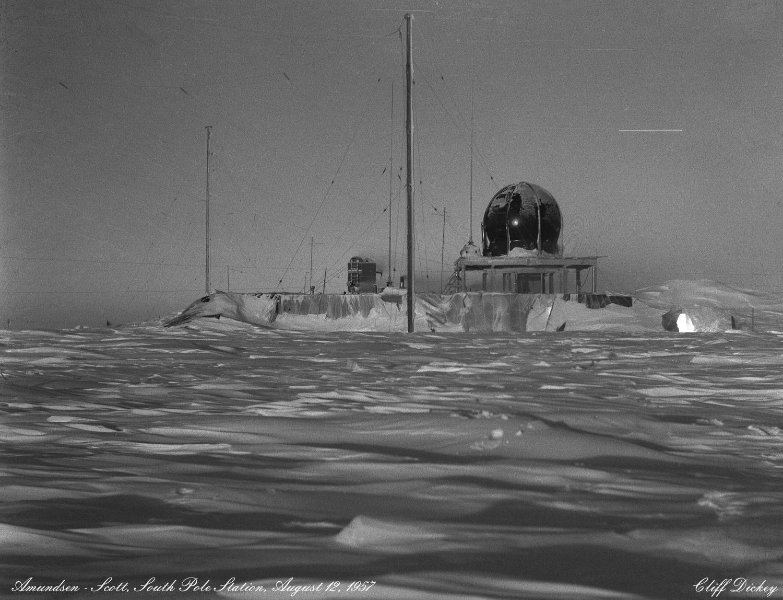 Los registros de temperatura en el Polo Sur se remontan a 1957, fecha en la que está tomada esta imagen de la Estación del Polo Sur Amundsen-Scott, instalada por EE UU unos meses antes.