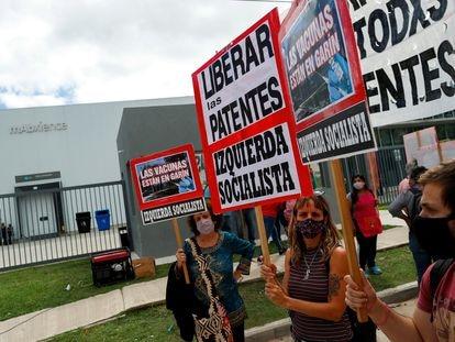 Protestas frente al laboratorio mAbxience para exigir su expropiación, Buenos Aires, Argentina, el 29 de marzo de 2021.