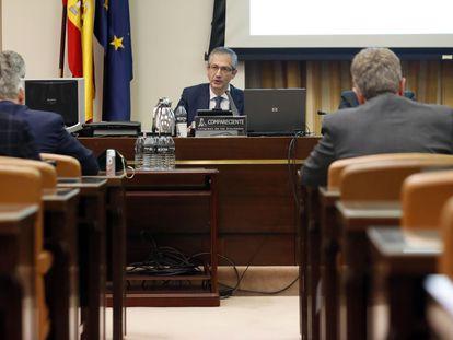 El gobernador del Banco de España, Pablo Hernández de Cos, durante su comparecencia en la en la Comisión de Economía del Congreso-