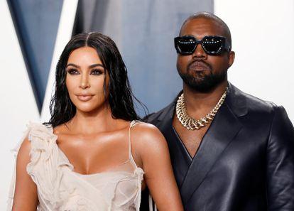Kim Kardashian y Kanye West, en una fiesta posterior a la gala de los Oscar, celebrada en Los Ángeles (California, EE UU), el pasado febrero.