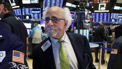 Un agente bursátil durante la sesión en Wall Street