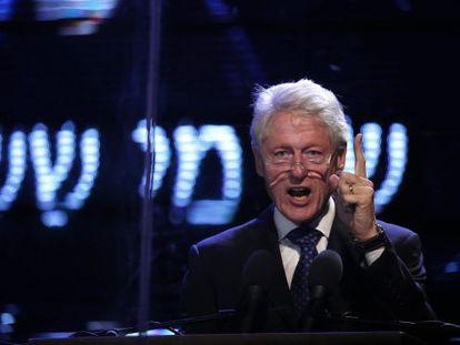Bill Clinton participa en el homenaje a Rabin en Tel Aviv.