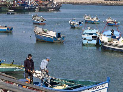 Pescadores marroquíes del puerto de Larache en la costa atlántica, al noroeste de Marruecos.