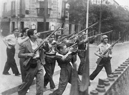 Un grupo de republicanos durante la Guerra Civil española en Madrid.