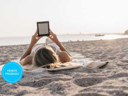 Probamos los mejores libros electrónicos resistentes al agua para el verano.