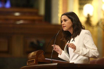 La presidenta de Ciudadanos, Inés Arrimadas, interviene durante el pleno en el que se debate la moción de censura planteada por Vox.