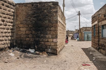 Ashura Mciteka cuenta que aquí fue donde su hija Ella, de 10 años, encontró un cuerpo mientras jugaba con sus amigas.