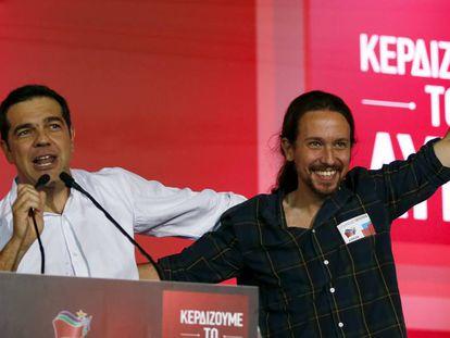 Alexis Tsipras y Pablo Iglesias durante un acto electoral en Atenas en septiembre de 2015.