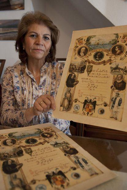 Pepi Rodríguez muestra un recuerdo del nacimiento de José.