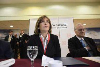 En la imagen, la ministra de Relaciones Exteriores de Perú, Eda Rivas (i). EFE/Archivo