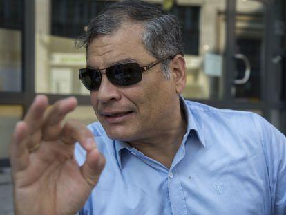 El expresidente ecuatoriano, Rafael Correa, en una terraza de Bruselas, este viernes.