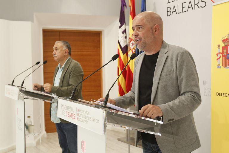 Desde la izquierda, el secretario general de UGT, Pepe Álvarez, y el de CC OO, Unai Sordo.