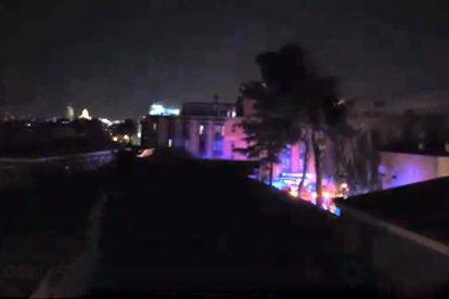 Dispositivo de emergencias el sábado por la noche en la residencia madrileña Monte Hermoso para contener el incendio.