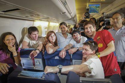 La familia Messi celebra en el avión a Barcelona la Champions de Roma.