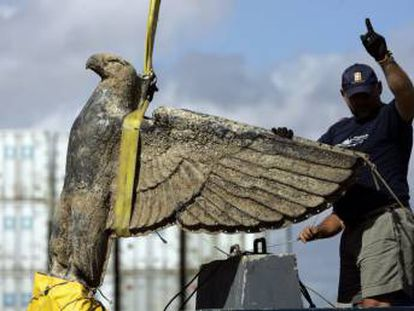 El águila nazi encontrada en un barco hundido en Uruguay.