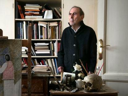 Cristino de Vera, pintor, en su domicilio de Madrid en septiembre de 2021.