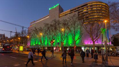 Edificio de El Corte Inglés en la plaza Cataluña de Barcelona.
