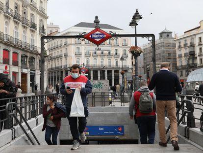 Boca de Metro de Sol, en Madrid, el 10 de abril de 2021.