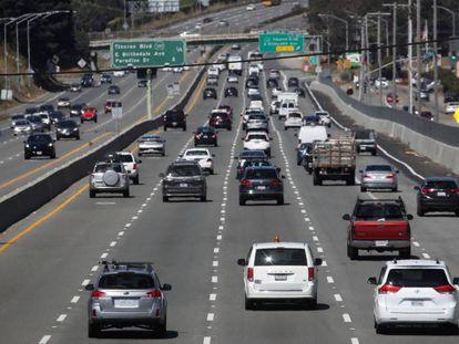 Tráfico en una autopista de California.
