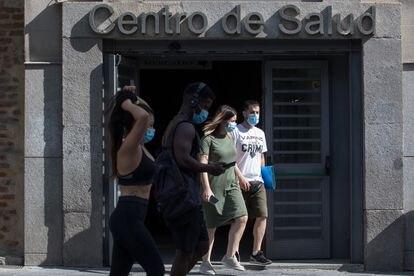 Entrada al centro de salud Lavapiés, en Madrid.