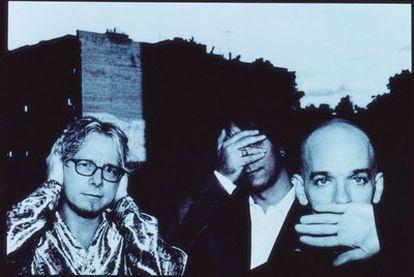 Mike Mills, Peter Buck y Michael Stipe, en una fotografía de los años noventa.