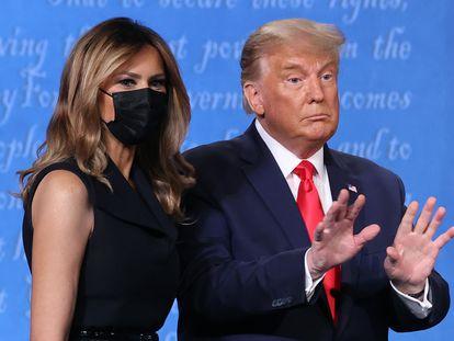 Donald Trump y Melania Trump, tras el último debate contra Joe Biden el jueves.