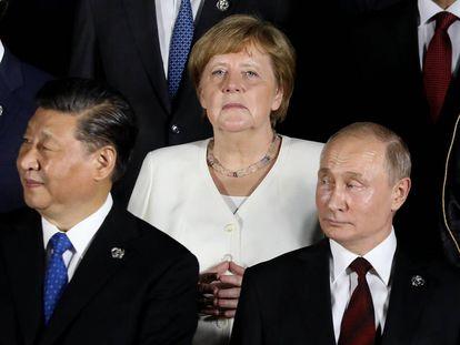 Angela Merkel, detrás de Vladimir Putin y Xi Jinping durante el G20