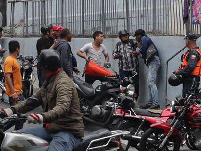 La intimidación de grupos de civiles armados es un nuevo intento del chavismo por reforzar su control sobre la Asamblea Nacional