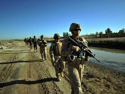 Patrulla de marines en Afganistán.