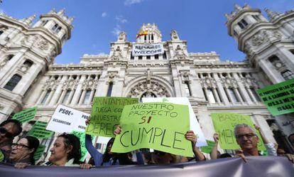 Manifestación de los cooperativistas de Cuatro Caminos frente al Palacio de Cibeles la semana pasada.