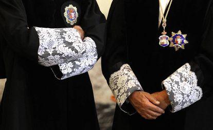 Togas y puñetas de varios magistrados en el acto de apertura del Año Judicial, celebrado en la sede del Tribunal Supremo, Madrid.