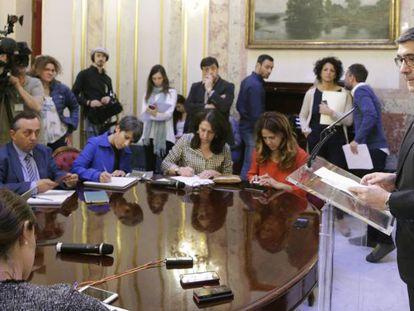 El presidente del Congreso, Patxi López, se dirige a los periodistas el pasado 3 de mayo.