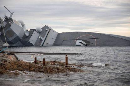La fragata noruega 'KNM Helge Ingstad', tras colisionar con un petrolero al norte de Bergen.