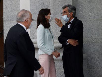 La ministra de Justicia, Pilar Llop (c) y el presidente del Tribunal Supremo y del Consejo General del Poder Judicial, Carlos Lesmes (d) tras la celebración del acto de apertura del Año Judicial, el 6 de septiembre.