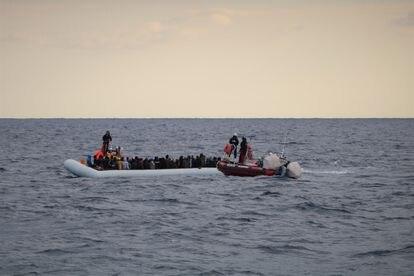 Rescate de migrantes en la costa libia, el pasado febrero.