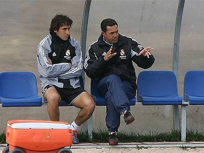 Vanderlei Luxemburgo conversa con Raúl durante un entrenamiento.