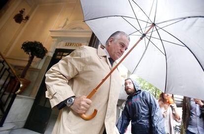 Luis Bárcenas, a la salida de su casa en Madrid en mayo de 2018.