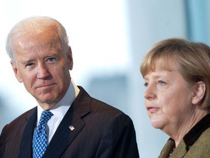 El entonces vicepresidente de EE UU, Joe Biden, y la canciller alemana Angela Merkel, en Berlín en 2013.