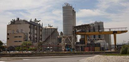 Vista de la industria química La Seda, en El Prat de Llobregat
