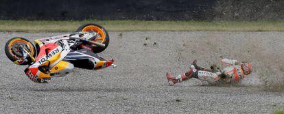 Caída de Márquez durante la carrera del GP de Argentina.