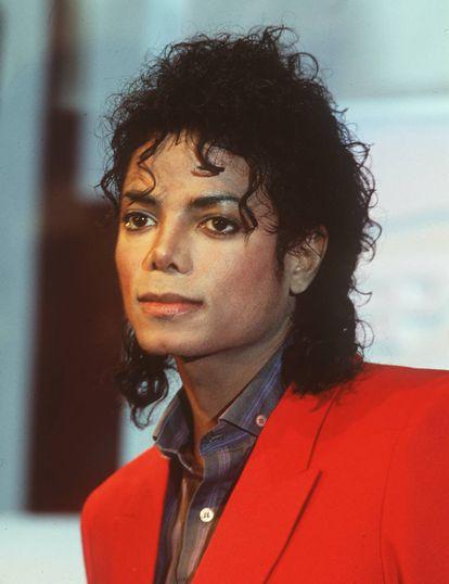 Michael Jackson en 1988. Entonces, según el biógrafo J. Randy Tarraborelli, el artista llevaría cuatro intervenciones de cirugía plástica en la nariz. Hasta el fin de su vida el propio Jackson admitiría únicamente dos.