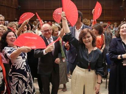 La vicepresidenta del Gobierno, Carmen Calvo (centro), tras el acto en el que el festival de San Sebastián firmó la 'Carta por la paridad y la inclusión'.